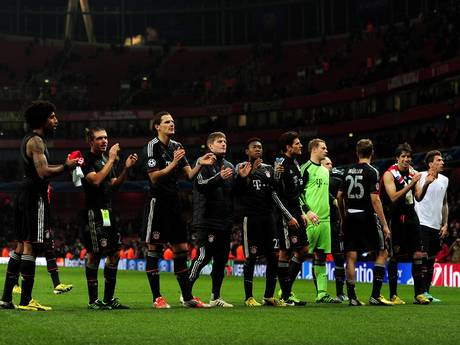 Bayern Munich players celebrate victory at Arsenal