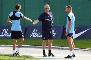 manuel pellegrini meets manchester city players