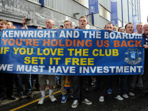 Everton-fan-protest-v-Bill-Kenwright-and-boar_2649389