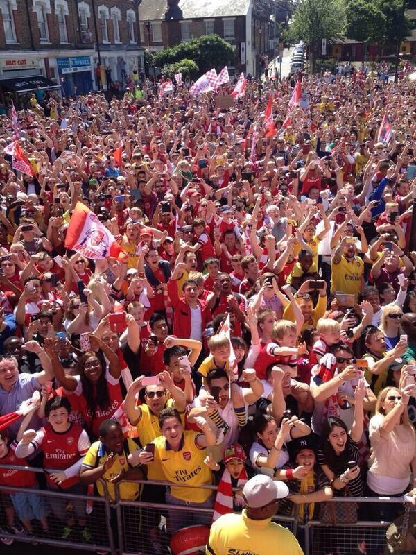 arsenall fans parade