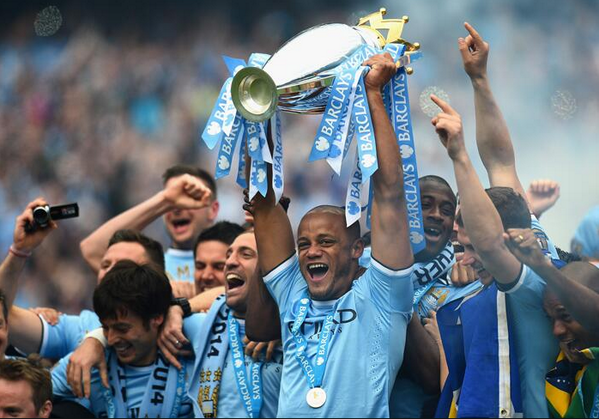 man city lift trophy 2014