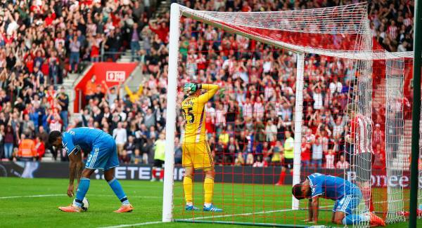 Sunderland players hang their heads in shame after 8-0 defeat