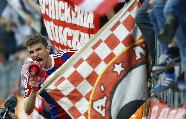 Thomas Mueller celebrates Bayern Munich victory