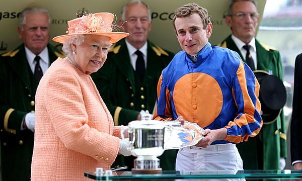 ryan smiles with queen royal ascot 2015