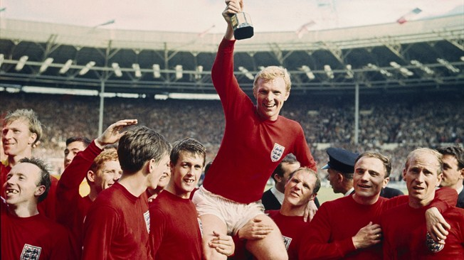 bobby moore held aloft as england win the world cup in 1966