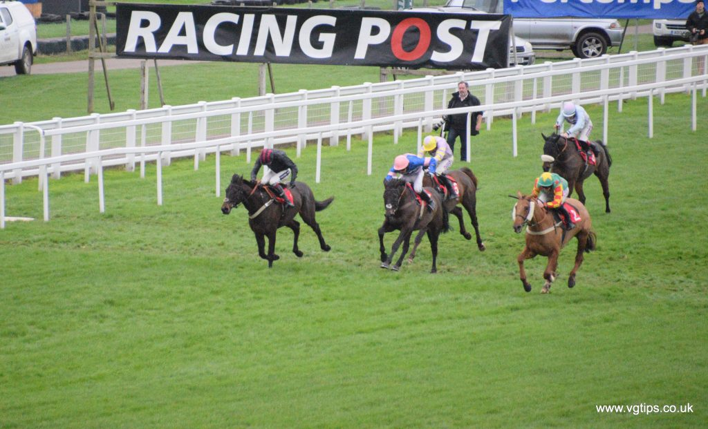 great race finish captured at sandown park