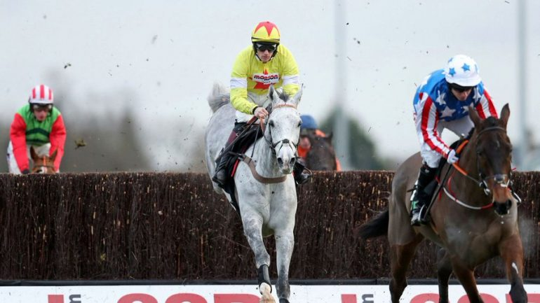 Politologue wins at kempton park