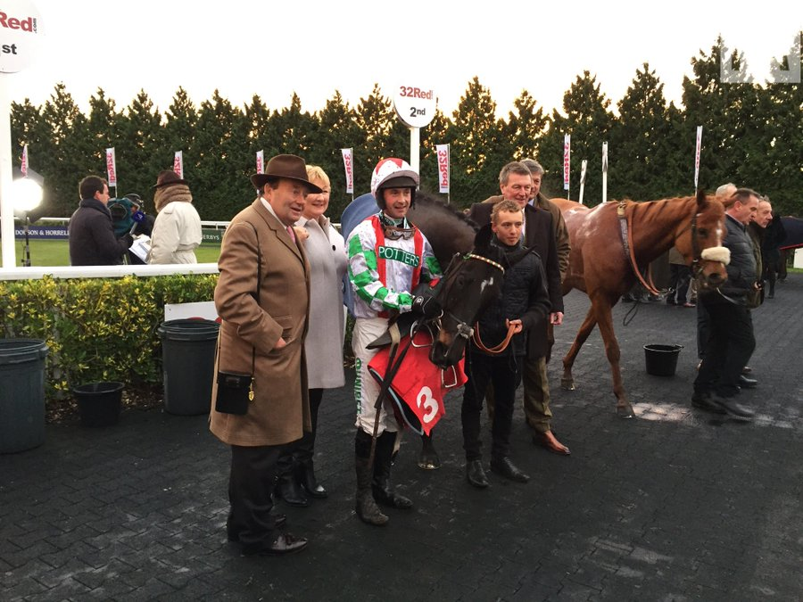 Kayf Grace wins for Nicky Henderson