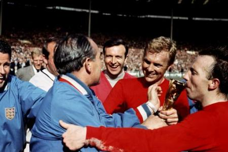 jimmy armfield with bobby moore