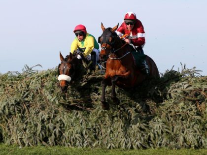 Watch the 2019 Grand National at Aintree