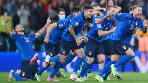 italy players celebrat penalty shoot out win